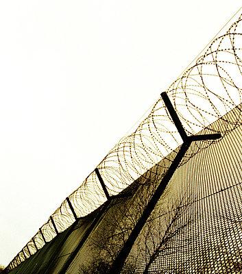 The FenceAround ThePrisonFence (Stängsel och taggtråd runt fängelse, inhägnad) - p847m673637 by Jerker Andersson