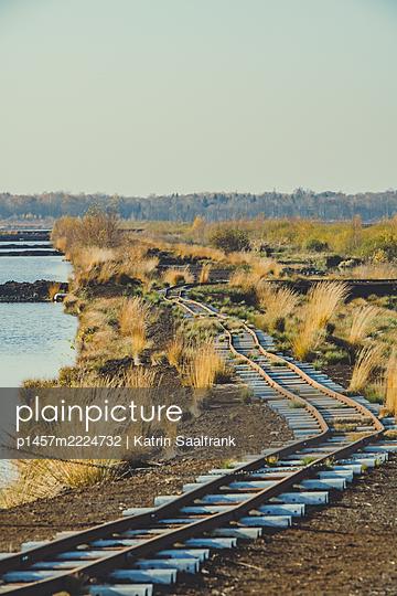 Gleise im Moor - p1457m2224732 von Katrin Saalfrank