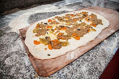 Pizza making - p1062m1172179 by Viviana Falcomer