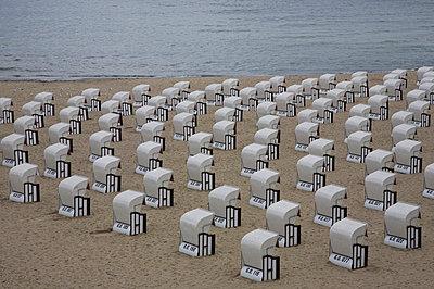 Wicker beach chairs - p3007768f by Werner Dieterich