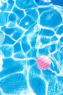 Water ball - p454m1531879 by Lubitz + Dorner