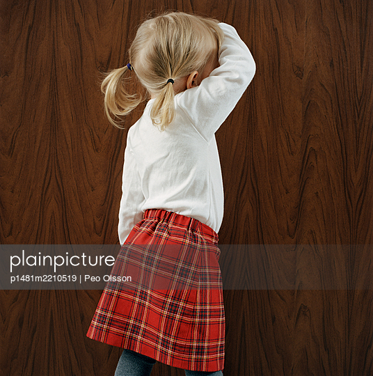 Blond girl with pigtails, rear view - p1481m2210519 by Peo Olsson