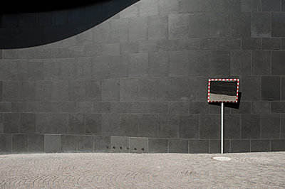 Germany, North Rhine-Westphalia, Duesseldorf, part of facade of K20, Kunstsammlung Nordrhein-Westfalen - p300m2213872 by visual2020vision