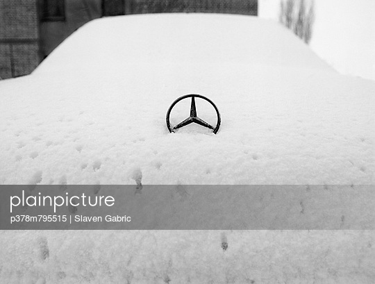Mercedes covered in snow - p378m795515 by Slaven Gabric