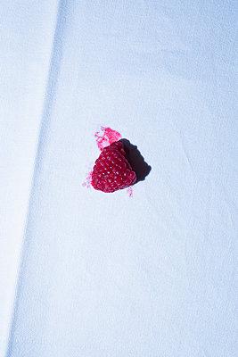 Smeared raspberry - p1149m2142816 by Yvonne Röder
