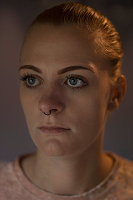 Young woman with nose piercing - p552m1481760 by Leander Hopf