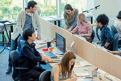 Colleagues working together in casual office - p623m1221442 by Eric Audras