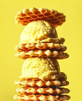 Sandwich mit Eiskugeln - p1053m2100205 von Joern Rynio