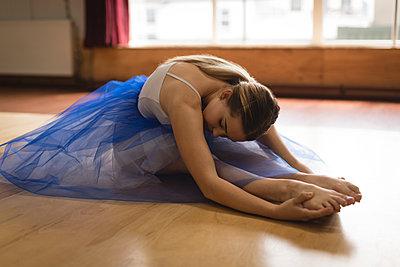 Ballerina practicing ballet dance - p1315m2017834 by Wavebreak