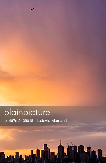 Melbourne Central Business District at cloudy sunset - p1487m2108919 by Ludovic Mornand
