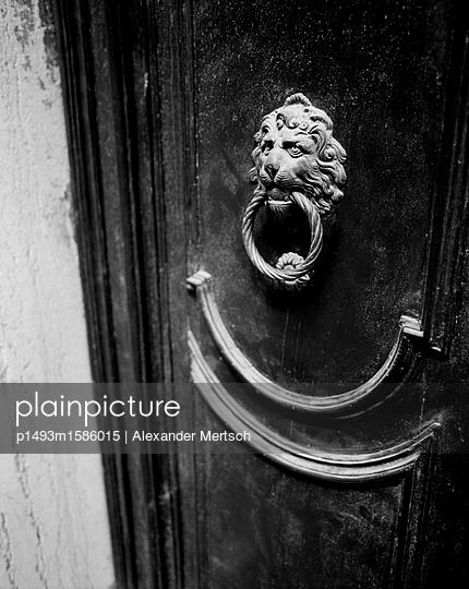 Türklopfer in Venedig - p1493m1586015 von Alexander Mertsch
