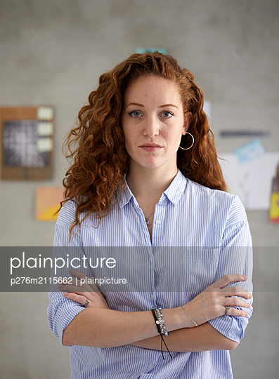 Confident red haired woman  - p276m2115662 by plainpicture