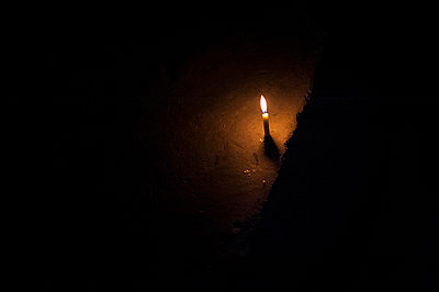 Candle - p1007m1144414 by Tilby Vattard