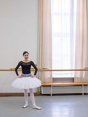 Ballerina - p390m2053556 by Frank Herfort