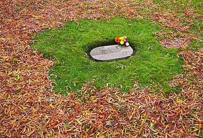 Grave - p509m763072 by Reiner Ohms