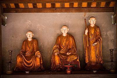 Dummies in buddhist pagoda Dau, Bac Ninh Province, Vietnam, Southeast Asia - p934m1177118 by Sebastien Loffler