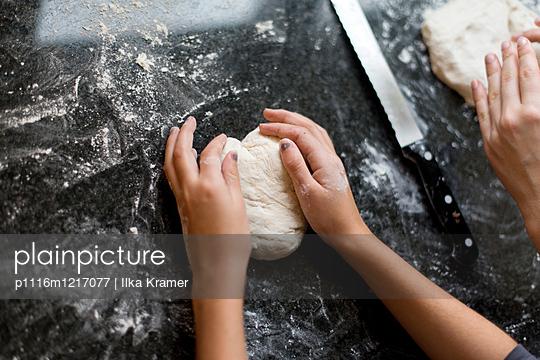 Brot backen - p1116m1217077 von Ilka Kramer