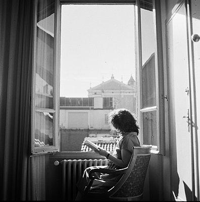 A woman at home - p1447m2133211 by malgina