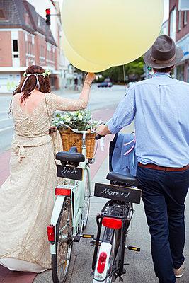 Frisch verheiratet - p432m2007512 von mia takahara