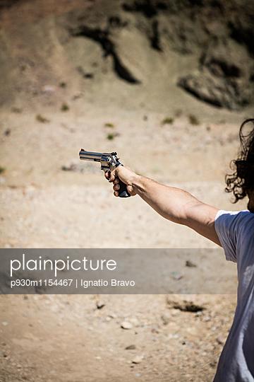 Schießwütig - p930m1154467 von Phillip Gätz