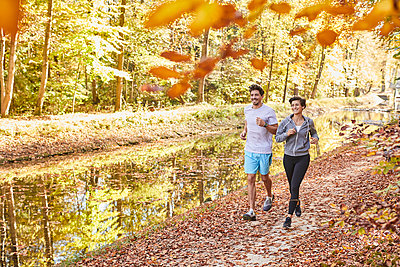 Couple jogging on autumnally forest track - p300m1581436 by Stefan Hobmaier