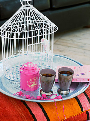 Tray with birdcage and cups - p31226645f by Per Magnus Persson