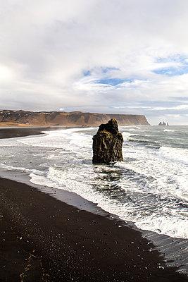 Felsen am Reynisfjara Strand - p1396m1462021 von Hartmann + Beese