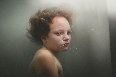 Portrait of a girl under water - p1642m2216185 by V-fokuse