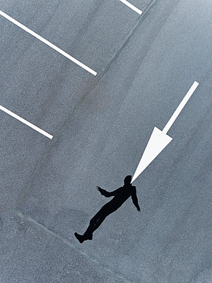 Human Shadow playing with white lines from above - p590m2191522 von Philippe Dureuil