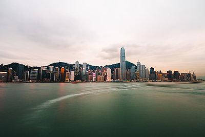Hong Kong financial district at dusk - p623m2123102 by Pablo Camacho