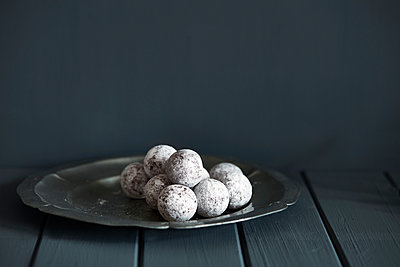 Chocolate and champagne truffles on silver plate - p429m1207016 by Debby Lewis-Harrison