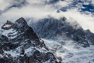 Gebirgskette am Mont Pelvoux - p910m2122693 von Philippe Lesprit