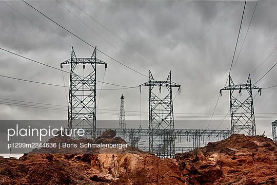 High-tension lines in rocky landscape, Nevada - p1299m2244636 by Boris Schmalenberger