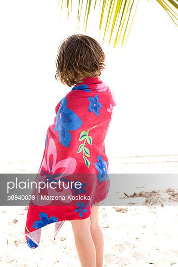 Kleines Mädchen am Strand - p8940039 von Marzena Kosicka