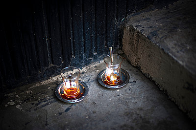 Two tea glasses on a step - p1007m1134820 by Tilby Vattard