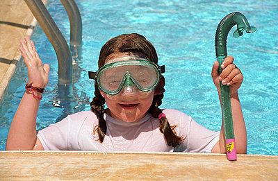 Kind im Pool - p2880010 von Freiraum-Photo