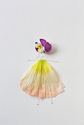 Flower woman - p454m2184648 by Lubitz + Dorner