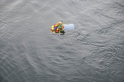 Letzte Ehre zu Wasser - p299m1552934 von Silke Heyer