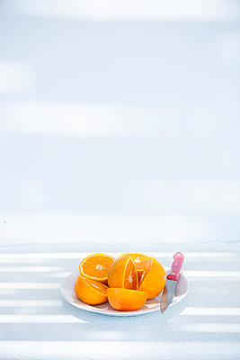 Fresh oranges - p454m2150106 by Lubitz + Dorner
