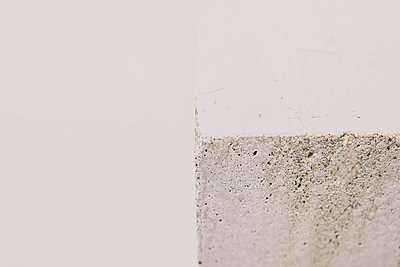 Detail of Concrete Wall - p798m1007812 by Florian Loebermann