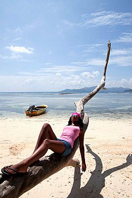 Beauty on the beach - p0452552 by Jasmin Sander