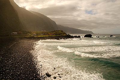 Portugal, Madeira, Beach - p1600m2175628 by Ole Spata