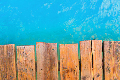 Detailed view from the top view of a wooden pier with turquoise water. Playa de Muro beach, Alcudia, Mallorca, Balearic Islands, Spain - p1316m1202939 by Christoph Olesinski