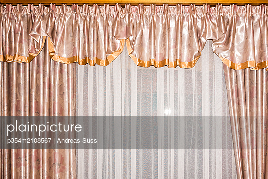 Old-fashioned curtain - p354m2108567 by Andreas Süss