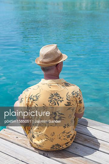 Innehalten am Wasser  - p045m1585051 von Jasmin Sander