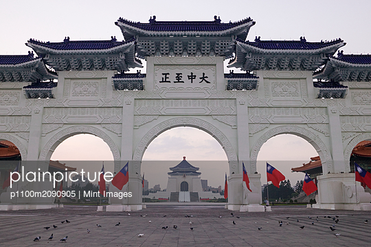 Gateway to Chiang Kai-shek Memorial Hall - p1100m2090905 by Mint Images