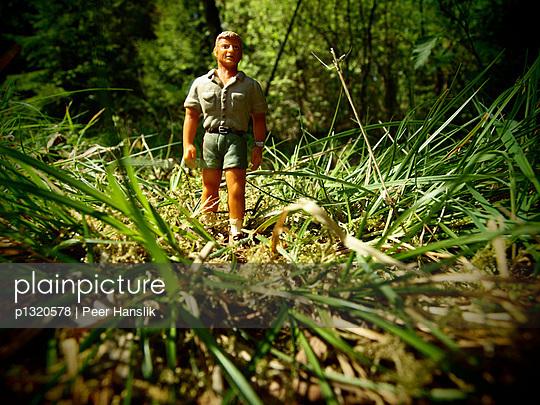 Ranger im hohen Gras - p1320578 von Peer Hanslik