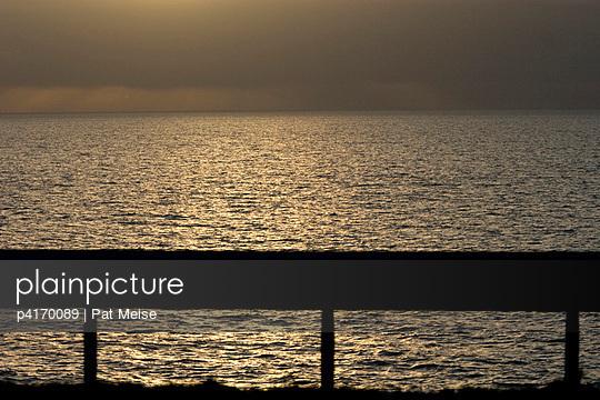 Untergehende Sonne - p4170089 von Pat Meise