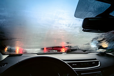 Car interior view withfoggy windshield - p300m2251284 by Frank Röder