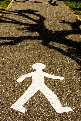 Pedestrian crossing. Street sign. France - p813m1462114 by B.Jaubert